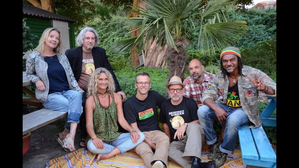 reggaecafe hedgehog garden